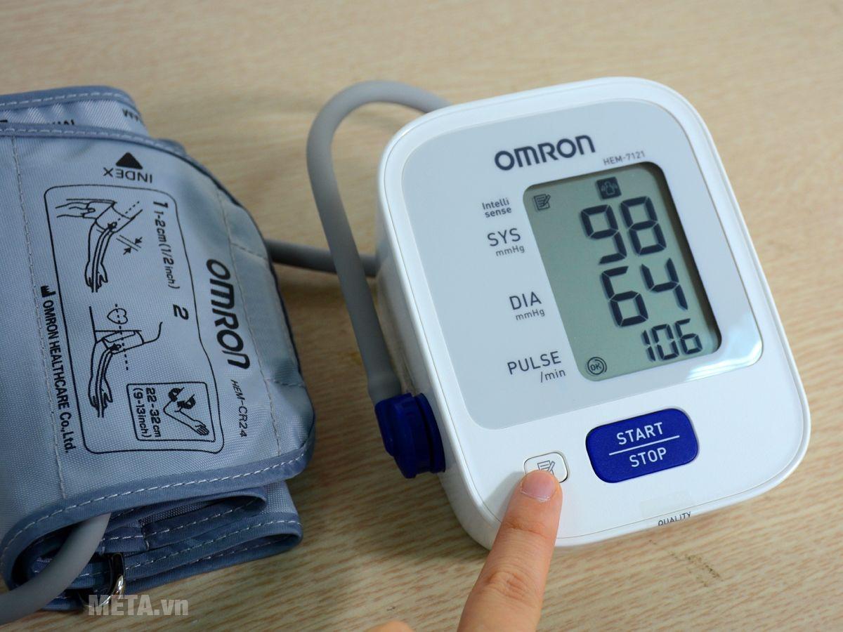 Máy đo huyết áp bắp tay tự động Omron HEM-7121 lưu trữ 30 kết quả đo