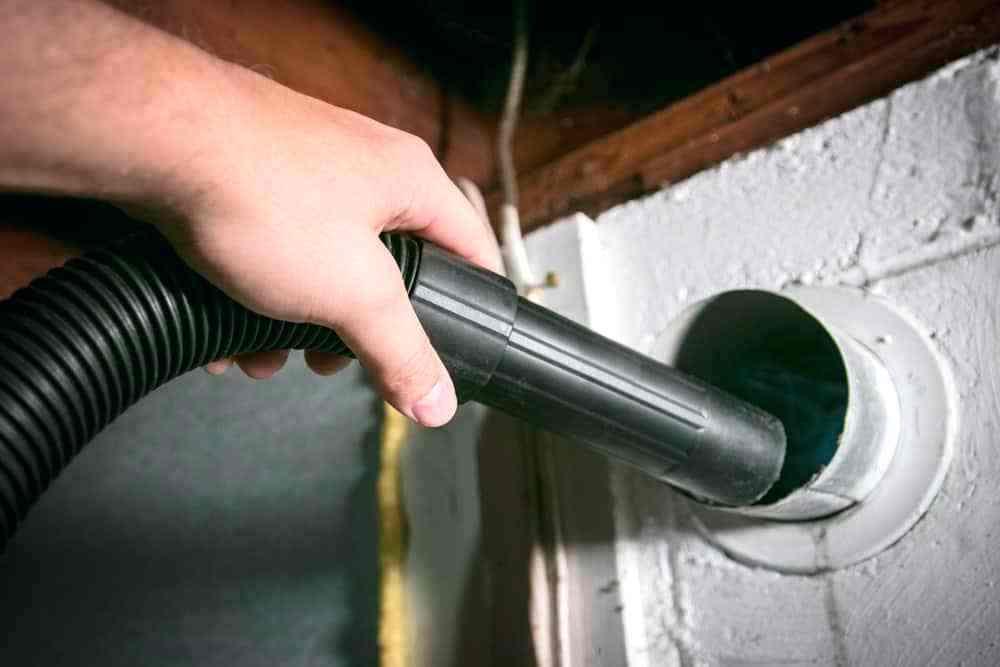Máy hút bụi giúp làm sạch các thiết bị gia dụng