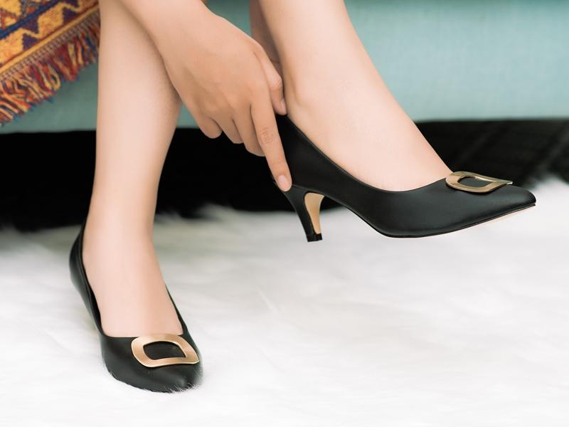 Quà tặng giày dép cho mẹ