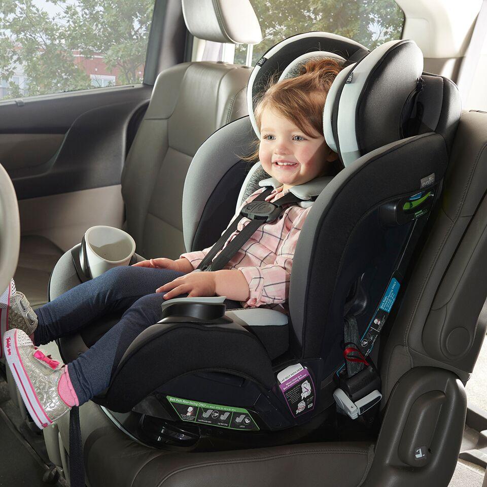 lưu ý khi lắp ghế ngồi ô tô cho bé