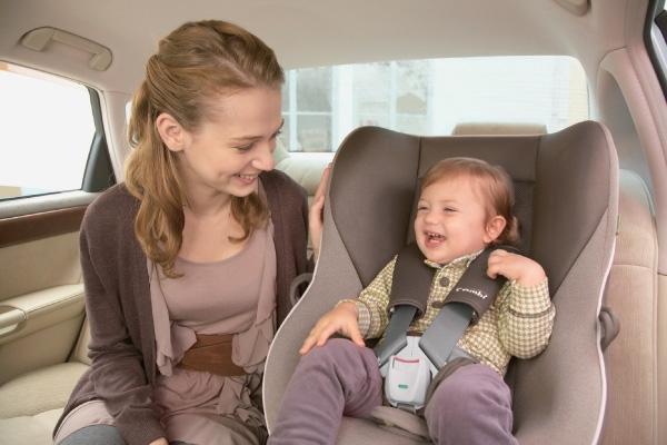 cách lắp ghế ngồi ô tô cho bé