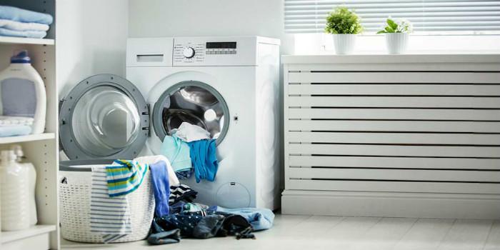 Sử dụng máy sấy quần áo giúp làm quần áo khô, thơm, sạch sẽ bất kể thời tiết mưa hay nồm ẩm kéo dài.
