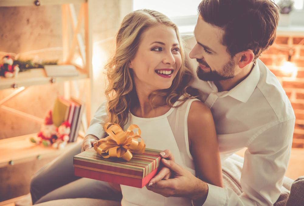 Lưu ý khi tặng quà Valentine cho bạn gái mới quen
