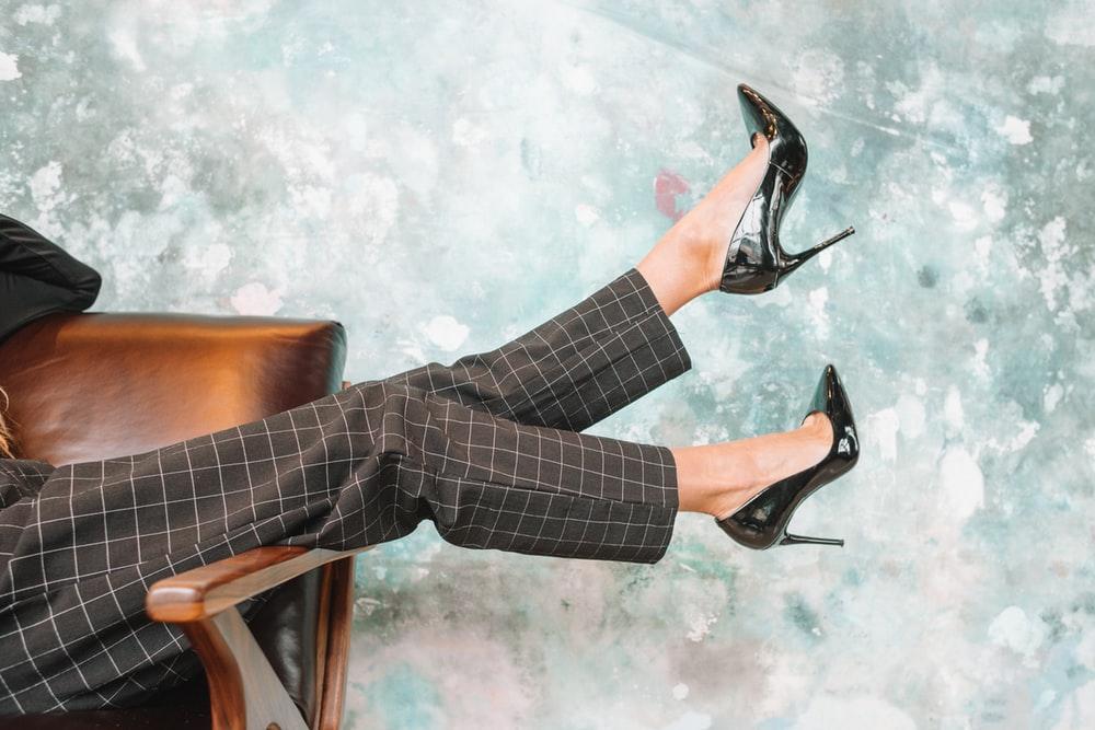 Tặng giày cho chị em vào Valentine là điều mà anh em nên thử