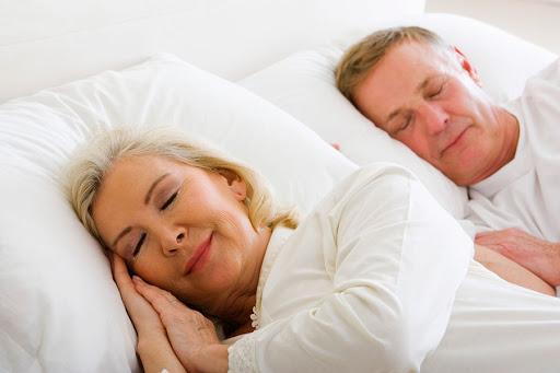 Chăn đệm sẽ giúp người già ngủ ngon hơn
