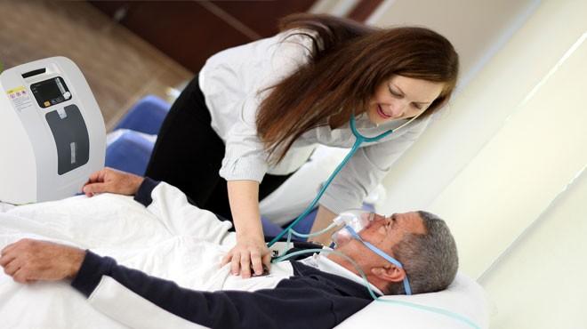 Tại sao nên dùng máy thở oxy mini cho bệnh nhân?