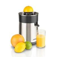 Vắt nước cam, quýt, bưởi bằng máy vắt cam chạy điện.