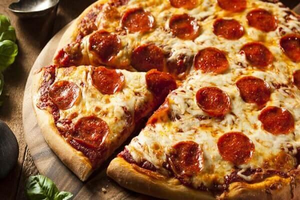 Làm bánh pizza bằng nồi chiên không dầu như thế nào?