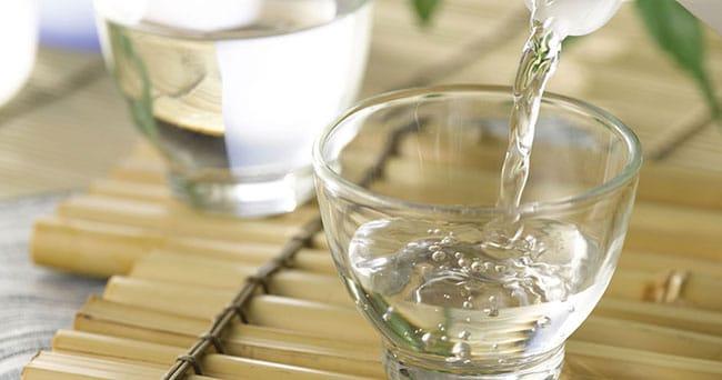 Giấm ăn có tác dụng khử mùi rất tốt cho phòng ở