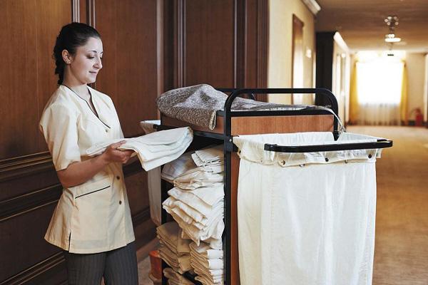 Công việc của nhân viên vệ sinh sẽ bớt vất vả hơn nhờ xe đẩy dọn phòng