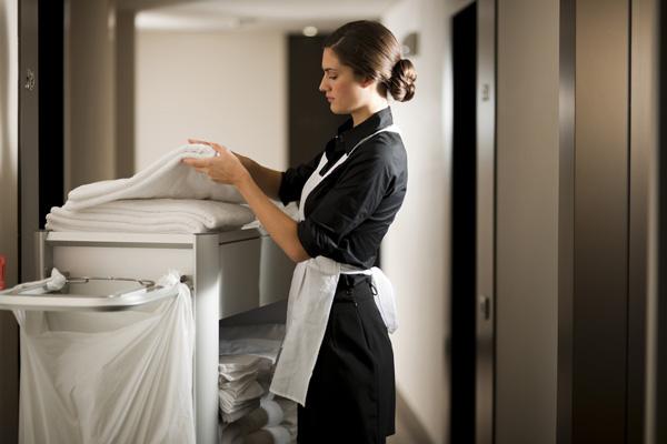 Sự chuyên nghiệp của khách sạn khi sử dụng xe đẩy dọn phòng