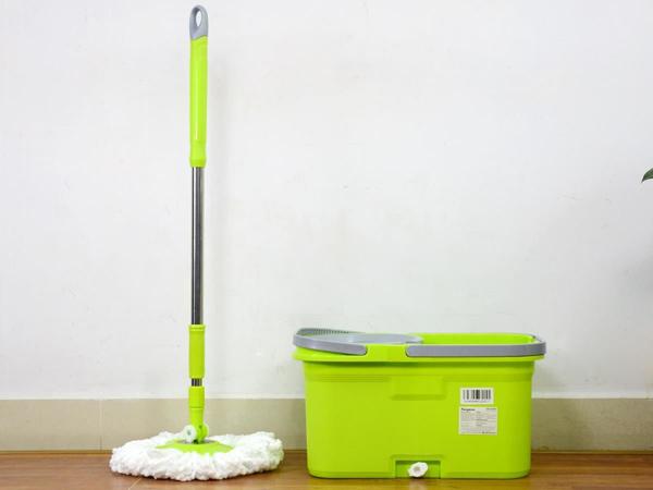Chổi lau nhà là vật dụng vệ sinh cần thiết trong các gia đình