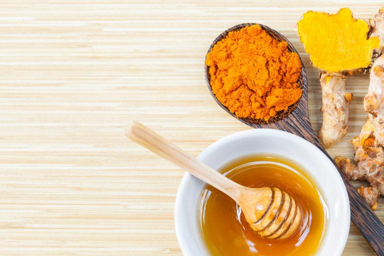 Tinh bột nghệ kết hợp với mật ong phòng tránh ung thư hiệu quả