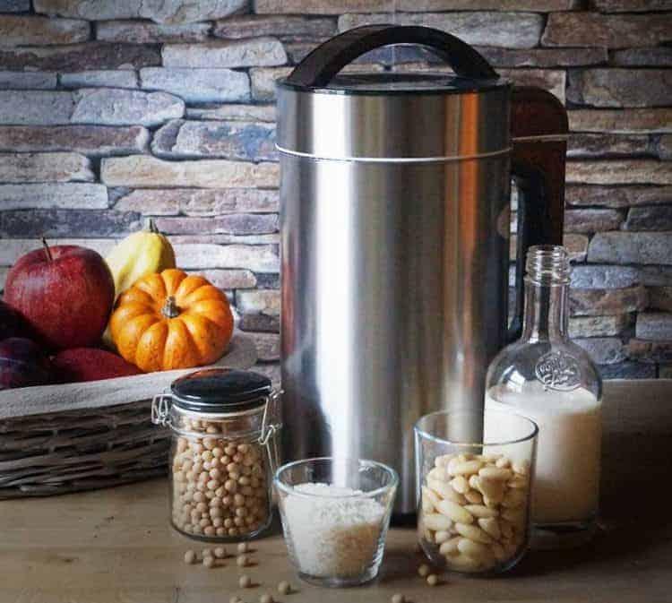 Làm sữa hạt bằng máy làm sữa đậu nành