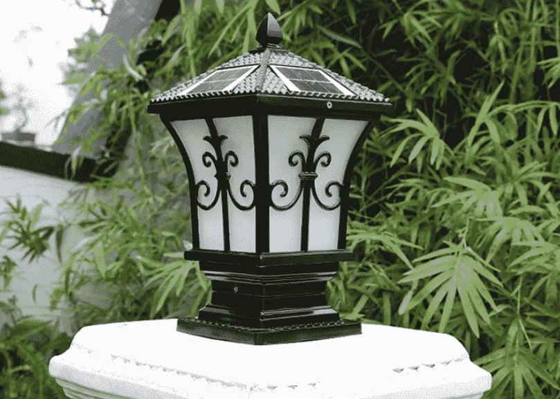 Dùng đèn trụ cổng năng lượng mặt trời giúp bạn tiết kiệm được lượng điện lớn