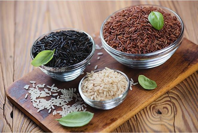 Gạo huyết rồng khác với gạo lứt thường đó là khi bẻ đôi thì bên trong hạt gạo có màu đỏ thay vì màu trắng