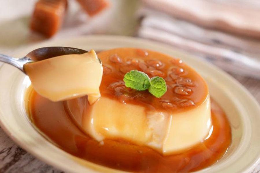 Lớp bánh béo ngậy hòa cùng lớp đường caramel hơi đắng