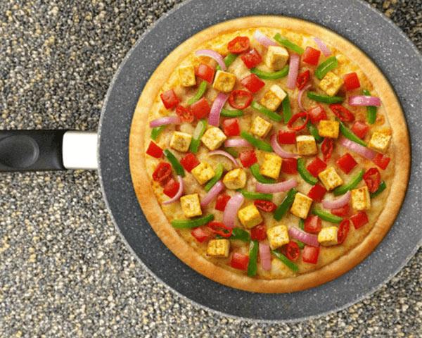 Làm bánh pizza bằng chảo chống dính