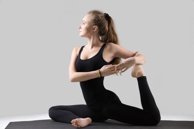 Người bị giãn tĩnh mạch chân có tập yoga được không?