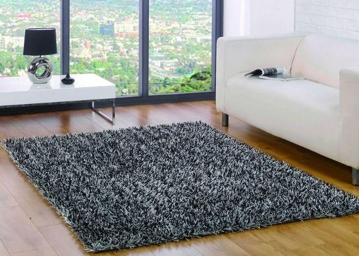Các loại thảm len, thảm lông không nên giặt bằng nước nóng, sẽ làm thảm nhanh hỏng