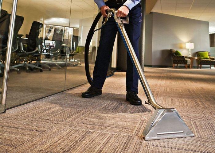 Nếu có điều kiện, hãy mua máy giặt thảm, ghế sofa để vệ sinh thảm trải sàn được sạch hơn