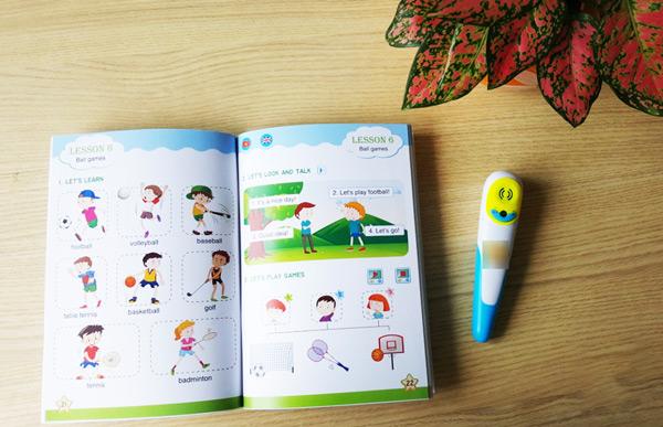 Tặng bút chấm đọc thông minh cho bé gái nhân ngày 1-6