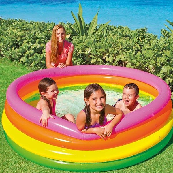 Bể bơi phao cho trẻ là món quà đặc biệt dịp 1-6