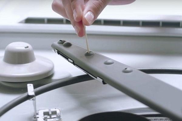 Cách vệ sinh máy rửa chén