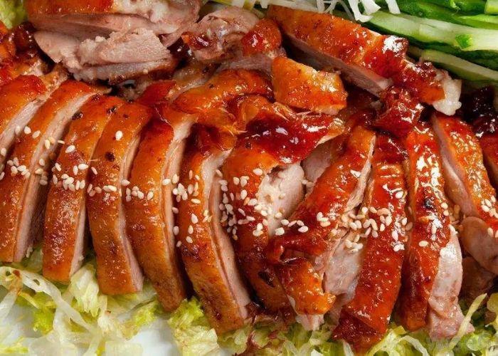 Người dân miền Trung còn thường dùng vịt quay trong lễ cúng Tết Đoan Ngọ
