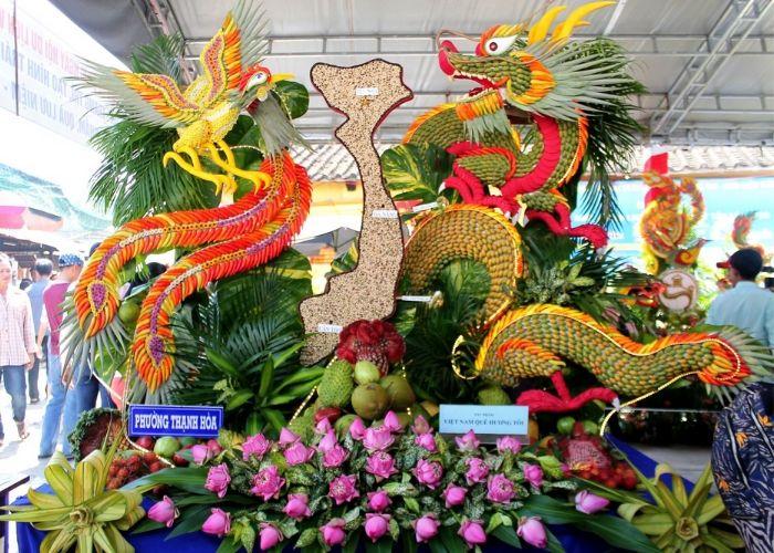 Dịp Tết Đoan Ngọ, người dân Nam Bộ thường tổ chức các lễ hội trái cây thu hút nhiều khách thập phương