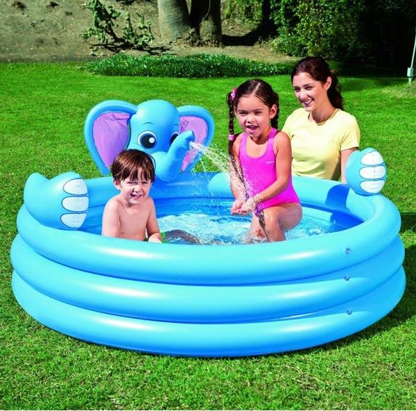 Bể bơi hình voi lại là một sự lựa chọn thú vị khác cho các bé
