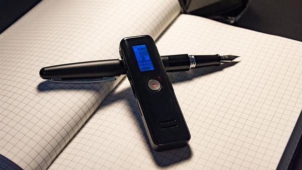 Kích thước máy thu âm nhỏ gọn giúp người sử dụng thuận tiện khi tác nghiệp