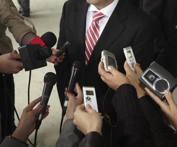 Máy ghi âm là thiết bị không thể thiếu dành cho những người làm trong lĩnh vực truyền thông