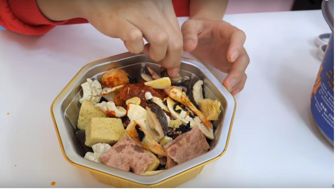 Cách nấu lẩu ăn liền tự sôi Hàn Quốc
