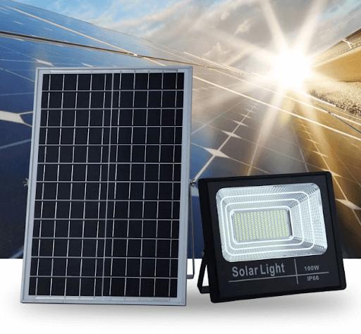 Sử dụng đèn pha năng lượng mặt trời giúp tiết kiệm điện