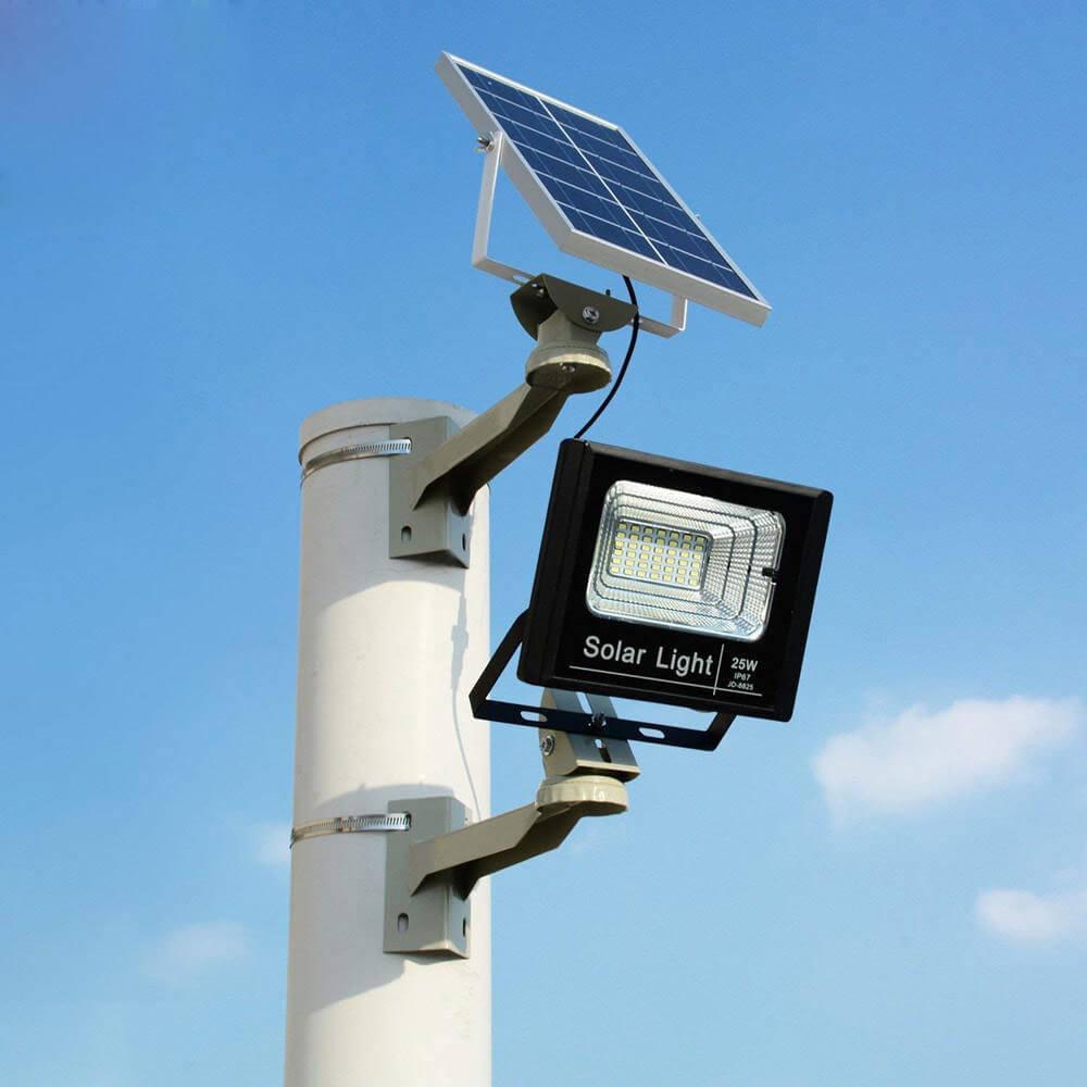 Đèn pha năng lượng mặt trời cảm biến hồng ngoại