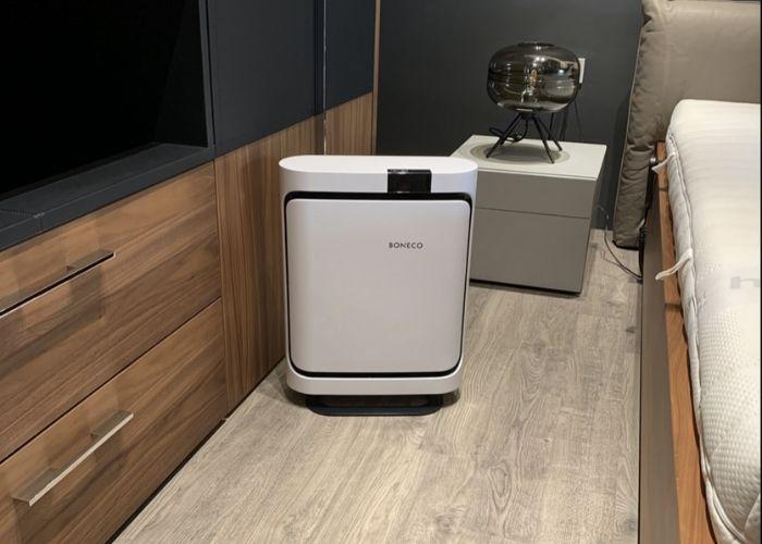 Có nên dùng máy lọc không khí trong phòng ngủ hay không là điều rất nhiều người quan tâm