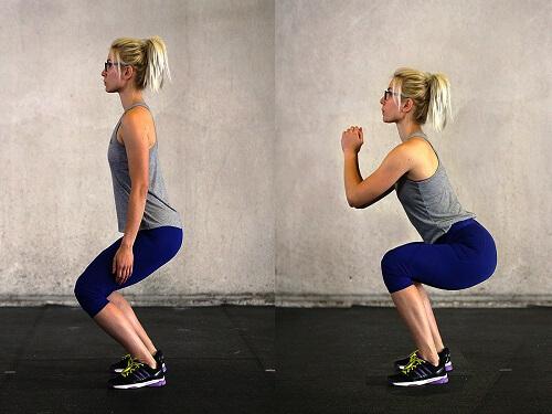 Động tác đứng lên - ngồi xuống của bài tập squat