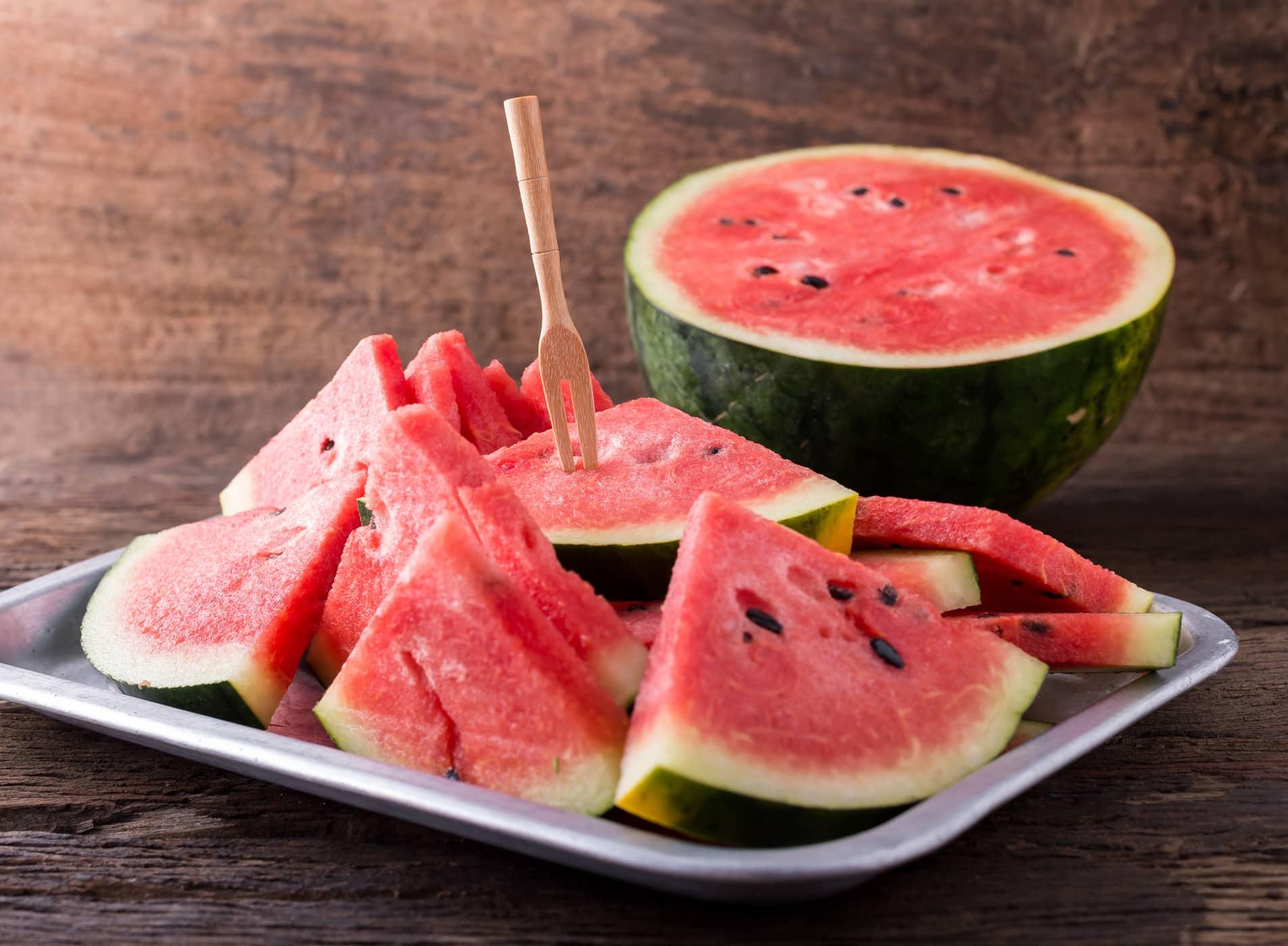 Ăn dưa hấu còn giúp tăng cường miễn dịch cho cơ thể