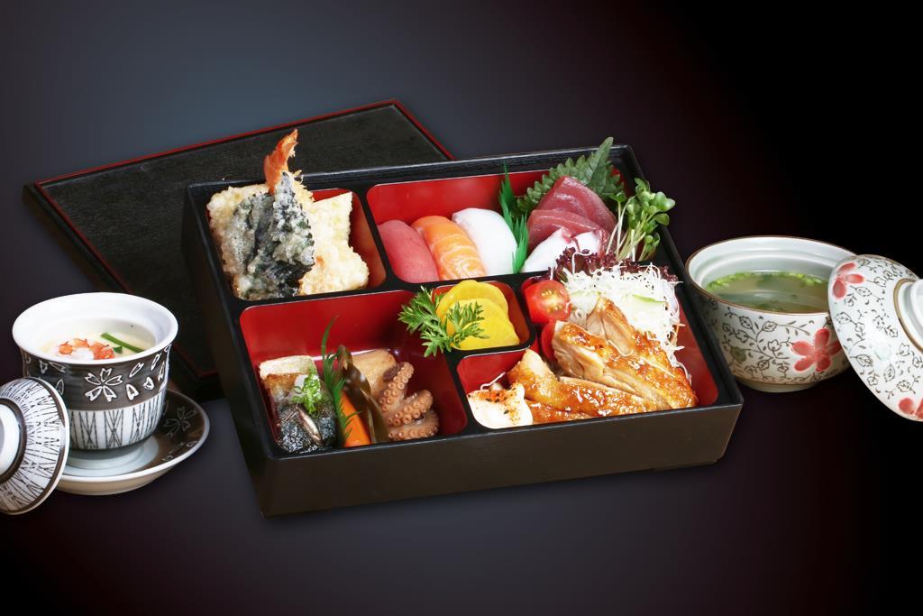 Không chỉ là cơm hộp bình thường, một hộp cơm Bento còn chứa đựng tình cảm và óc thẩm mỹ của người làm ra nó