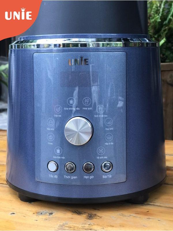 Máy làm sữa hạt UNIE có 4 nút chức năng và 1 nút điều chỉnh chế độ cùng 10 tùy chọn xay nấu