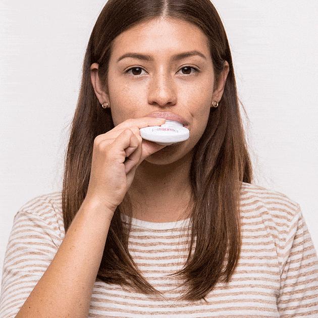 Tẩy trắng răng bằng máy làm trắng răng