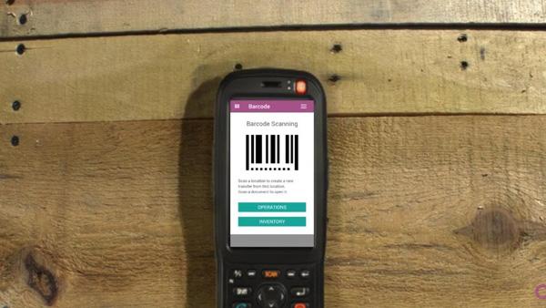 Sử dụng máy đọc mã vạch để quét barcode