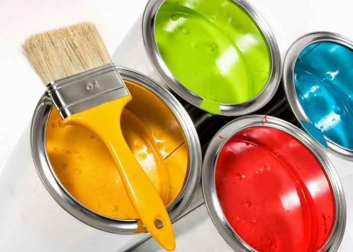 Người ta thường pha thêm nước vào sơn để dễ lăn sơn hơn cũng như tiết kiệm chi phí mua sơn