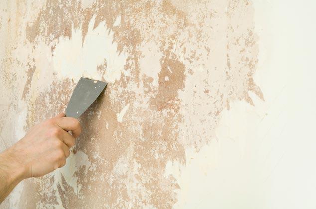 Dù cách pha sơn tường với nước có chuẩn mấy mà tường không được vệ sinh kỹ thì sơn cũng rất khó bám