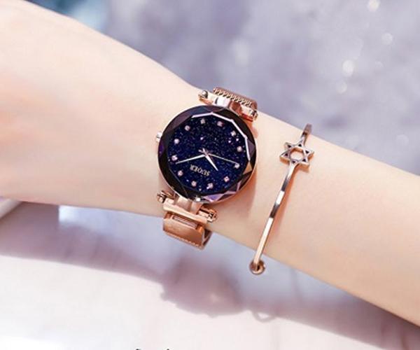 Tặng đồng hồ giúp gìn giữ kỷ niệm đẹp theo thời gian
