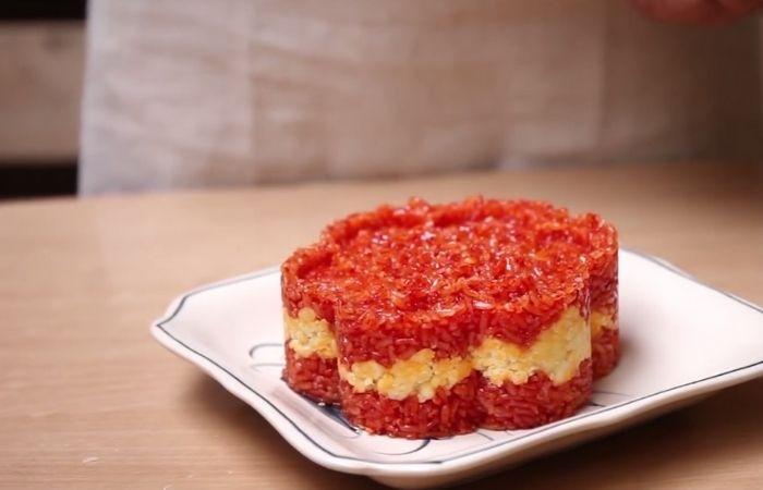 Xôi gấc là một món xôi truyền thống của người Việt Nam