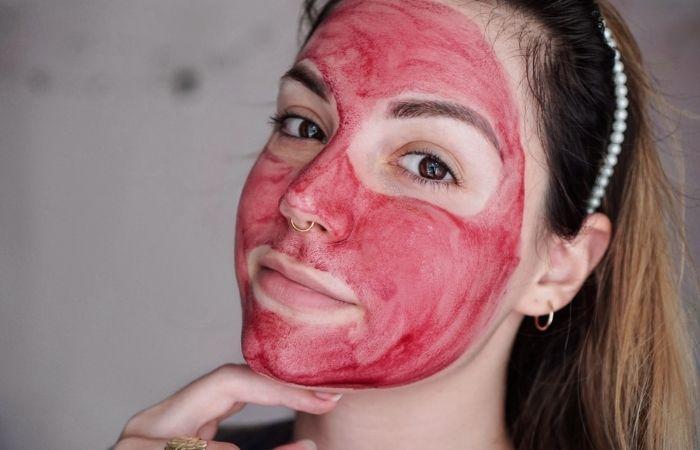 Nếu bạn muốn peel da cấp độ nhẹ tại nhà thì nên lưu ý dưỡng ẩm và chống nắng kỹ cho da