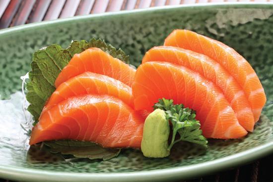 Cá hồi giàu axit béo và omega-3