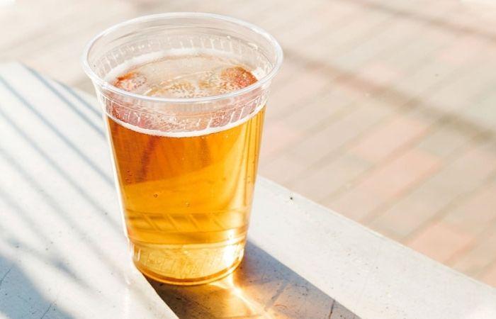 Rửa mặt bằng bia là một phương pháp làm đẹp đơn giản